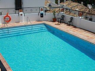 MIJAS PUEBLO COSY 2 BEDROOM TOWNHOUSE WITH COMMUNAL POOL-SLEEPS 4-FREE WIFI