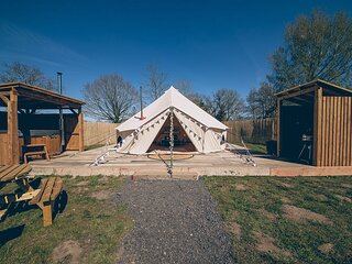 Glamp and Tipple - South Norfolk Glamping (Bollinger)