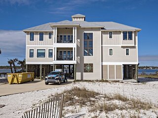 Luxury Lagoon Front House ~ Private Pool ~ Private Pier ~ Sleeps up to 16 ~ Morg