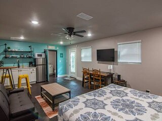 New Casita Verde! Studio/Efficiency Apartment with Kitchenette, Stand-in Shower,