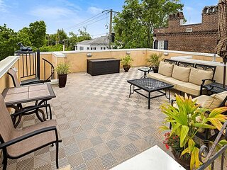 Grand Downtown Villa with Parking and Rooftop Views by Lucky Savannah