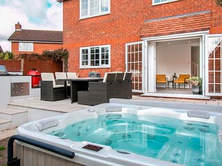 BOURNECOAST: SUPERB HOUSE * HOT TUB * BBQ HUT * HOME GYM * GARDEN * WIFI -HB6340