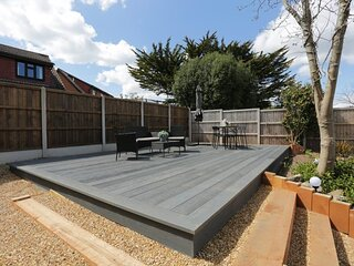 BOURNECOAST: 4 BEDROOM BUNGALOW WITH LARGE GARDEN - NEAR BEACHES - WIFI - HB6339
