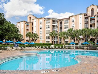 Family-Friendly Condo w/ Resort Pools, Mini-Golf & 1 Mile to Disney