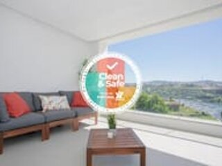Liiiving in Porto | Luxury River View Apartment I, holiday rental in Zebreiros