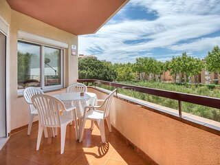 APARTMENT FOR 4 PEOPLE WITH POOL AND TERRACE NEAR THE BEACH AND SHOPPING AREA