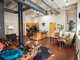 New! 1 Bedroom Downtown Cowtown Condo. Walk to Sundance Square, Restaurant's, Sh
