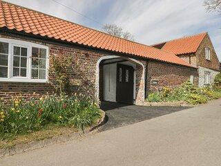 TWITCHERS' DEN, ground floor cottage, off road parking, patio, near