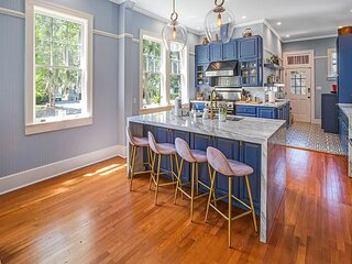 Exquisite Victorian Estate with Private Pool and Parking by Lucky Savannah