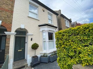 Family 4-Bed House & Secluded Garden - Wimbledon