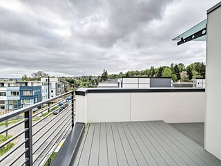 NEW! Chic Townhome, 2 Miles to Pike Place Market!