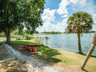 Newly Listed!  Steps from Lake Silver - Kayaks, Corn Hole & Gas Grill - In the H