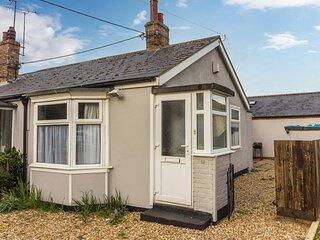 Lovely seaside holiday cottage in Heacham, Norfolk ref 99052PA