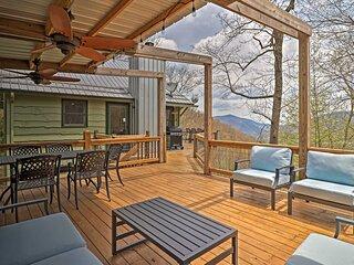 Serene 'Mountain Mist' Retreat w/ Deck & Hot Tub!