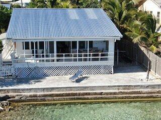 Beautiful Ocean Front home in Roatan