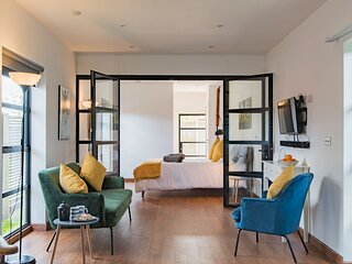 The Exchange - Bright and contemporary holiday home, sleeping two guests