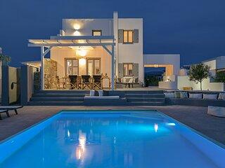 Luxury villa Tranquillity 4 BR/Private pool Near the beach – 7 Min Walk