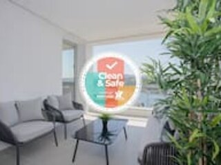 Liiiving in Porto | Luxury River View Apartment IV, holiday rental in Zebreiros