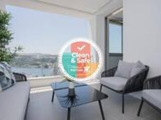 Liiiving in Porto | Luxury River View Apartment V, holiday rental in Zebreiros