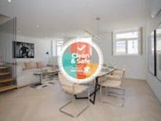 Liiiving in Porto | Luxury Beachfront Apartment VI