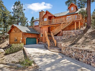 Alpine Lodge Village 3BR Hot Tub / Pool Table / Lakeviews