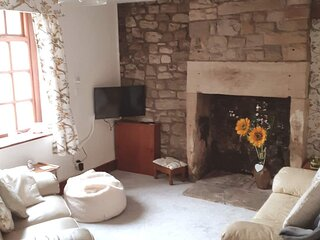 Cypress Cottage. A  delightful relaxing 17th century Lune Valley cottage