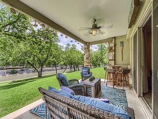 Upscale Guadalupe Riverfront! Gated, pool, direct river access!
