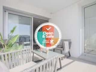 Liiiving in Porto| Luxury River View Apartment VII, holiday rental in Zebreiros