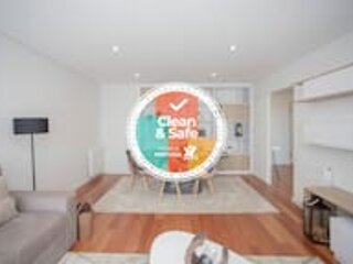 Liiiving in Porto | Luxury River View Apartment IX, holiday rental in Zebreiros