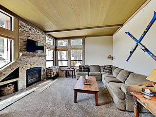 Deluxe Condo Just Steps to Mammoth Mountain - Close to Great Hiking & Biking