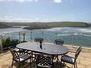 3 Bed Beachside Apartment with glorious uninterrupted seaviews