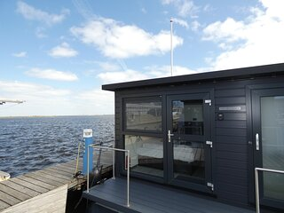 luxurious 3-Bed house boat in North Holland