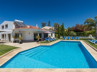 Villa Maria located in Olhos de Agua offers spacious and modern accommodation