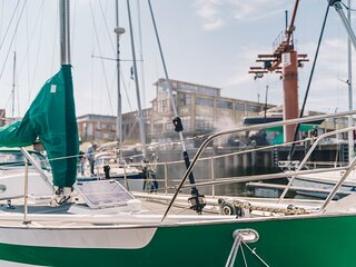 Spend the night on the 'Peace' in the harbour of Scheveningen!