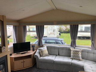 Lovely 6 berth caravan for hire at Skipsea Sands Holiday Park ref 41013NF