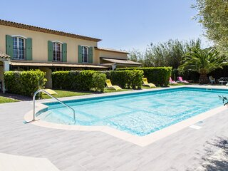 In Villa Luxury apartments Pool - Air cond.- Parking - 4 rooms Terrace - garden