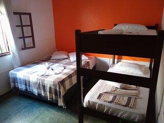 Quarto privativo ate 4 pessoas - Beach Hostel & Suites Los Pibes de Flores