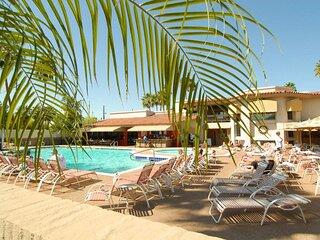 Scottsdale Camelback Resort Elegant 2BR Condo with Hot Tub