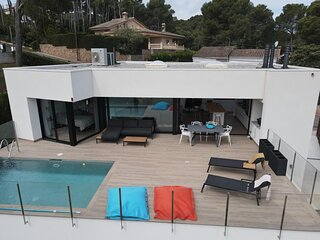 Modern Villa 1.300 mts from the beach.Capacity 6 people.Sea Views.Pool. PALS