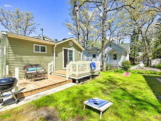 NEW! Charming Twin Lakes Hideaway w/ Private Yard!