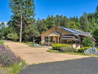 NEW! Pine Mountain Retreat w/ Deck ~ 2 Mi to Lake!