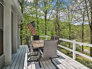 NEW! 'Crab Creek Cottage' 5 Min to DuPont Forest!