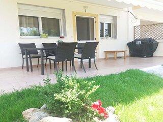 Cozy Apartment in Kallithea with Garden