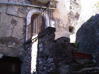 Piccola e caratteristica casa nel borgo storico