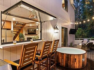 Serene Blue Jay Getaway | Hot Tub, Fire Pit, Fireplaces & Outdoor Living
