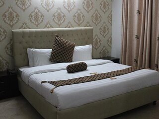 Beautiful Double Room with Breakfast Included
