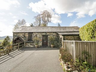 SHIPPON ROOST, exposed wooden beams, countryside views, near Bala, Ref 971763