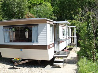 Self catering, mobile home in New Forest with own, private fenced garden
