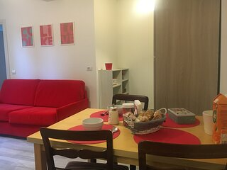 Apartment near metro station to Milan. Fully equipped and renovated.