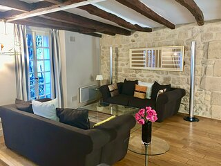 Amazing 2 bedroom apartment near the Seine in the famous 5th
